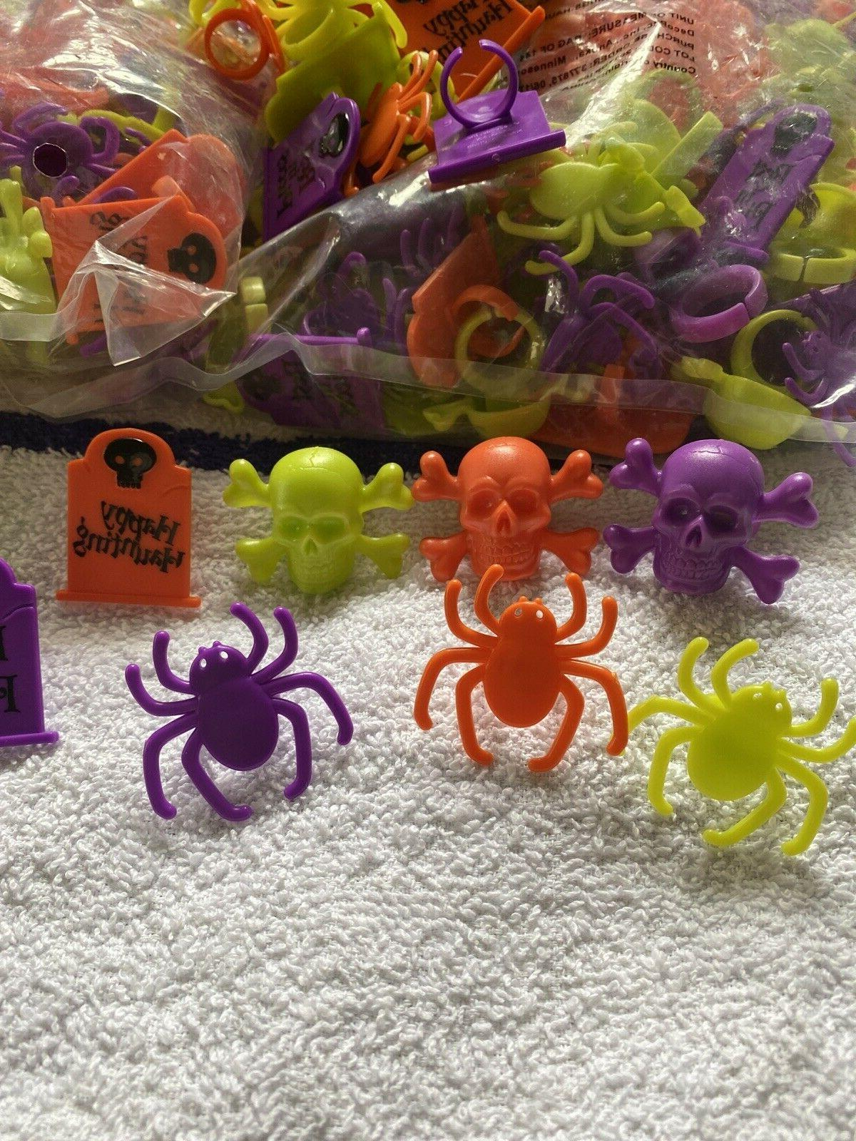 LOT OF CUPCAKE DECORATIONS RING TOMBSTONE FREE